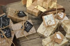 U nás na kopečku: ... výroba domácího mýdla .... Home Made Soap, Bath Bombs, Beauty Care, Gift Wrapping, Place Card Holders, Soaps, Homemade Dish Soap, Paper Wrapping, Wrapping Gifts