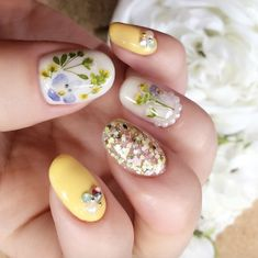 Pressed flower nails by Lumière