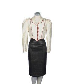 Chaqueta blanca de seda tipo esmoquin con botonadura roja años 80
