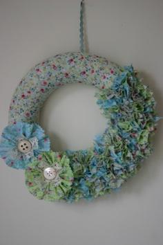 Spring fabric wreath Make Your Own Wreath, Fabric Wreath, Art Work, Bouquets, Crochet Earrings, My Arts, Craft Ideas, Wreaths, Spring