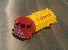 Dinky Toys - Simca Cargo citerne Shell