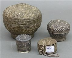 4 St., Silber, Jemen und Ceylon, Reliefarbeiten, 3 x Deckel, verschieden, zus. ca. 280 g schwer, verschiedene Größen,