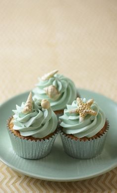 Hope everyone is having a wonderful day! Of course I love anything coastal, and these starfish and seashell cupcakes are among my favorites. xoxo Marty