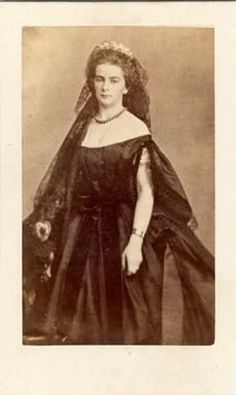 Queen Maria Sophia of Two-Sicilies,nee Duchess in Bavaria Kingdom Of Naples, Two Sicilies, Old Portraits, Civil War Dress, Royal Blood, Old Photography, Elisabeth, Royals, Victorian Era