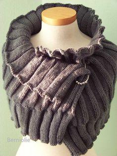 SELMA Knitting capelet pattern pdf von BernioliesDesigns auf Etsy