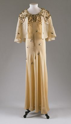 Elsa Schiaparelli - Court presentation ensemble, 1938