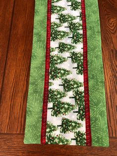 Christmas Trees Table Runner, r by AlidanCreations on Etsy Xmas Table Runners, Quilted Table Runners Christmas, Patchwork Table Runner, Christmas Runner, Table Runner And Placemats, Quilted Table Runner Patterns, Quilt Table Runners, Thanksgiving Table Runner, Christmas Placemats