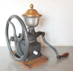 Antique PEUGEOT FRERES BREVETES # C2 single wheel Cast Iron Coffee mill Grinder Antique Coffee Grinder, Nut Cheese, Cooking Gadgets, Vintage Coffee, Antique Items, Coffee Time, Coffee Beans, Handmade Art, Vintage Kitchen