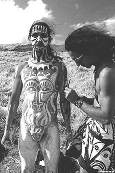 Festivales en la Isla de Pascua | El baúl de Josete American Indian Art, Native American Art, American Indians, Body Painting Men, Tahiti, Easter Island, Sunflower Tattoo Design, South America Travel, People Of The World