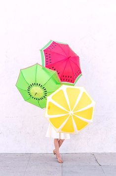 DIY Fruit Slice Umbrellas Another fruit craft here! Take a look at these DIY Fruit Slice Umbrellas! The weather can be a bit unpredictable - even in the summer, and therefore umbrellas are a necessity all year round despite the…