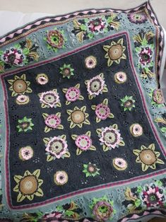 Crochet Flower Tutorial, Form Crochet, Crochet Quilt, Crochet Flower Patterns, Crochet Motif, Crochet Designs, Crochet Flowers, Manta Crochet, Fruit Garden