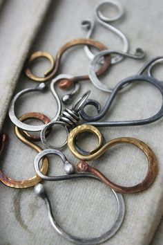 Online class from Deryn Mentock teaching how to make these beautiful closures.