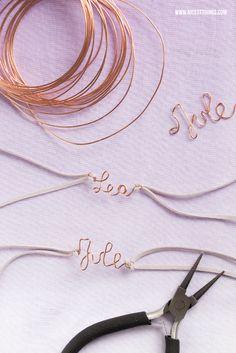 DIY Abschiedsgeschenk: Armband mit Namen aus Draht selber biegen und Blumentopf mit Erde und Vergissmeinnicht Samen