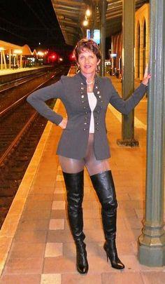 Farmers wife Jane Moore from Holland Jane Moore, Carol Vorderman, Fran Drescher, Sexy Older Women, Long Boots, Thigh High Boots, Walk On, Mistress, Thigh Highs