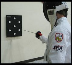 Electronic fencing target to practice with