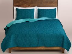 [close-up] Simone Bedding quilted dark teal