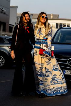 Statement Gown - The Street Style at Milan Fashion Week Was Seriously Chic - Photos Milan Fashion Week Street Style, Street Style 2017, Milano Fashion Week, Autumn Street Style, Cool Street Fashion, Street Style Looks, Street Chic, Love Fashion, Autumn Fashion
