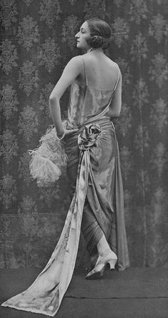 "Les Modes (Paris) May 1923 ""Grand Soir"" robe du soir par Dorat"
