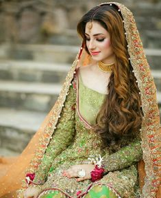 Pakistani Mehndi Dress, Pakistani Bridal Makeup, Bridal Mehndi Dresses, Pakistani Formal Dresses, Pakistani Wedding Outfits, Bridal Dress Design, Bridal Outfits, Indian Dresses, Bridal Style
