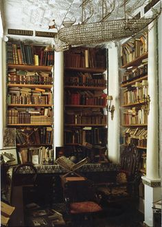 Home library of Laure Welfling and her husband Gee Pee; photo by Roland Beaufre for World of Interiors, August 2008 Dream Library, Future Library, Library Room, Beautiful Library, Home Libraries, Old World Style, World Of Interiors, Laura Lee, Book Nooks