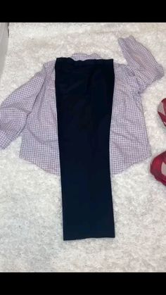 Diy Clothes Videos, Outfits, Clothes Organization, Packing Clothes, Diy Shirt, Clothing Care, Clothes, Fashion Hacks Clothes, Clothing Hacks