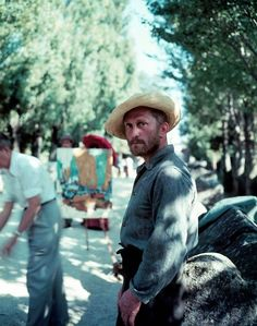 Kirk Douglas as Vincent Van Gogh on the set of Lust for Life (Vincente Minnelli, 1956)