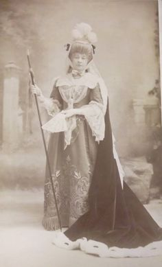 """Rosina Brandram as the Countess of Newtown in the original production of """"The Emerald Isle"""" (1901)"""