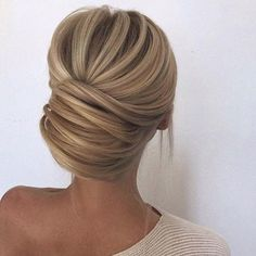 This bridal hair ✨ // @wedding_boxx