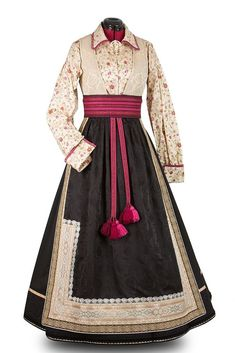 Beltestakk i jordfarger | FINN.no Folk Costume, Costumes, Norwegian Clothing, Folk Clothing, Color Shapes, Knitting Accessories, Character Outfits, Traditional Dresses, Pretty Outfits
