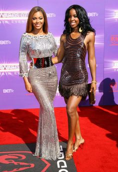 Kelly Rowland celebrates with Beyonce at Janet Jackson concert Beyonce Style, Beyonce And Jay Z, Janet Jackson Concert, Divas, Kelly Rowland, Destiny's Child, Beyonce Knowles, Black Girls Rock, Black Girl Fashion
