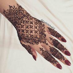 100 Best Ideas: Henna Tattoo for Girls - Tätowierung für Männer - Henna Designs Hand Henna Ink, Tattoo Henna, Henna Body Art, Henna Mehndi, Mehendi, Hand Henna, Henna Hands, Rose Henna, Mehndi Designs For Girls