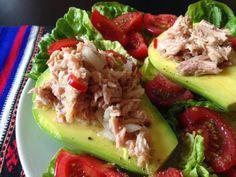 Chilean Palta Reina - Avocado Stuffed with Tuna Tuna Fish Salad, Shrimp Salad, Cobb Salad, Chilean Recipes, Chilean Food, Tuna Fish Recipes, Avocado Boats, Food To Make, Health Fitness