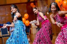 #Bollywood dance racchiude gestualità #indiane ispirate al culto degli #dei e della natura e la musica pop disco di Bombay!
