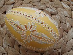 klikni pro další 136/142 Egg Crafts, Easter Crafts, Diy And Crafts, Types Of Eggs, Egg Shell Art, Carved Eggs, Easter Egg Designs, Ukrainian Easter Eggs, Easter Peeps