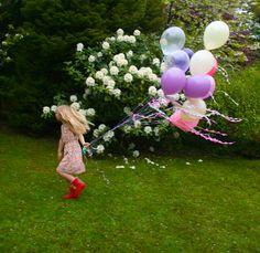 balloons girl back.