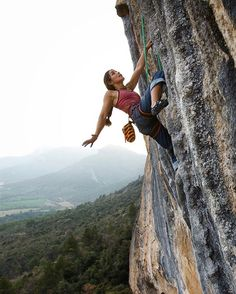 www.boulderingonline.pl Rock climbing and bouldering pictures and news @dailaojeda climbing