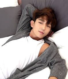 Lee Joon Gi - the photo that screams he is just waiting for you