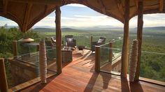 Olarro Lodge: un hotel de lujo situado en el suroeste de Kenia, en el Gran Valle del Rift. Sus mágicas instalaciones se alzan en un entorno excepcional: entre la flora y la fauna de la imponente Reserva Masái Mara...
