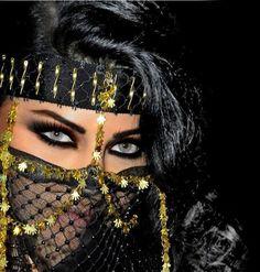 Those eyes though! Gorgeous Eyes, Pretty Eyes, Cool Eyes, Amazing Eyes, Arabian Eyes, Arabian Beauty, Arabic Makeup, Arab Women, Exotic Beauties