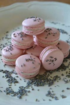 Macaroons e lavanda!-pink macaroons with lavender essence  ……