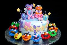 How cute would this be for abby and chloe for their 1st b-day (minus the cupcakes)?? get it abby/chloe and abby/zoe hehe