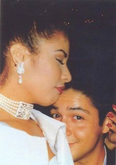 32 pics that prove Selena Quintanilla and Chris Perez were totally Selena Quintanilla Perez, Divas, Selena And Chris Perez, Mundo Musical, Selena Pictures, Justin Timberlake, Corpus Christi, Role Models, My Idol