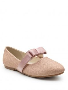 Shop girls rose gold shoe Pansy at Roco. Girls rose gold flower party shoes with free UK delivery & 30 day returns. Rose Gold Shoes, Nude Shoes, Pink Shoes, Girls Shoes, Flower Girl Shoes, Pink Flower Girl Dresses, Dresses Kids Girl, Pink Occasion Dresses, William Kate Wedding