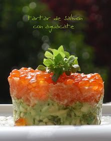 Bocados dulces y salados: TARTAR DE SALMÓN CON AGUACATE Salmon Y Aguacate, Salmon Tartare, How To Cook Fish, Savory Snacks, Good Healthy Recipes, Healthy Food, Finger Foods, Tapas, Food To Make