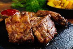 Fokhagymás, sült oldalas, ami leomlik a csontról - Recept   Femina Pork Dishes, Pork Belly, Ribs, Steak, Food And Drink, Cooking Recipes, Yum Yum, Pizza, Cake