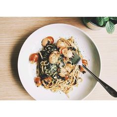 #15minpasta of the day. Linguine with seaweed and sausage Japanese style sauce.  困った時の海苔パスタ。あー、タイ正月中のメニューどうしよう。  #パスタ #リングイネ #food #pasta #linguine #lunch #seaweed #sausage #thaistagram #onthetable #vscocam #vscofood #vscogood #afterlight #cooking #homecooking #bangkok #thailand