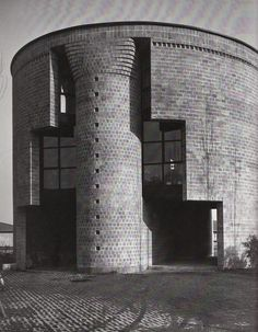 Casa Rotonda/ The round house. Post Modern Architecture, Amazing Architecture, Interior Architecture, Le Corbusier, Louis Kahn, Gaudi, Architecture Organique, Circular Buildings, Round House