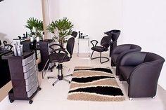 Decoração para Salão de Beleza pequeno e simples Parlour Design, Salon Design, Small Salon, Home Salon, Best Salon, Hair And Beauty Salon, Beauty Studio, Hair Studio, Room