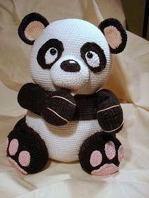 Eindelijk is hij af :) de panda van mala designs ^^ het patroon kan je hier vinden: click hier   de bloemen en de kleine panda ga ik nog wel...