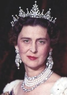 Princess Marina, Duchess of Kent, wearing the Diamond Pearl Festoon Tiara.